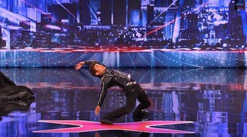 Впечатляющий танец в стиле Матрицы