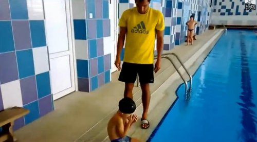 Быстрый способ надевания плавательной шапочки