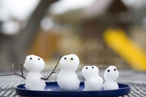 Снеговики и снежные бабы на любой вкус (34 фото)