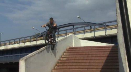 Дэн Лэйси зверствует на велосипеде
