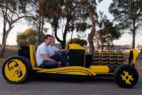 Автомобиль в натуральную величину, сконструированный из LEGO (5 фото + видео)