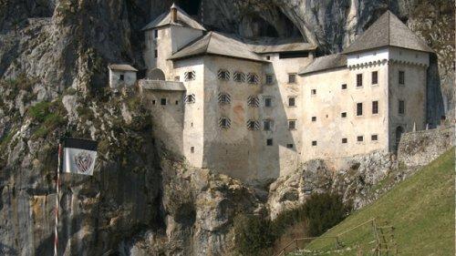 Топ-10: Головокружительные строения, расположенные на скалах