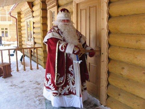 Дед Мороз, Санта-Клаус и их коллеги со всего света (17 фото)