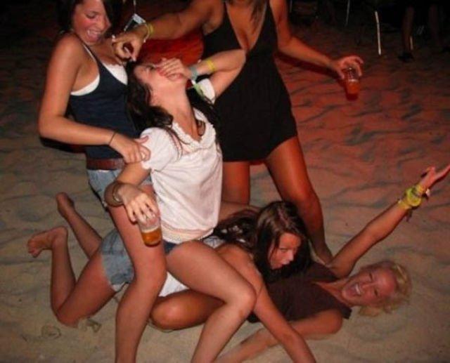 фото слегка парни атлетического сложения куражатся на вечеринках просмотра данных изображений