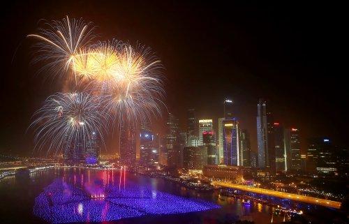 Новогодние салюты и фейерверки 2014 (35 фото + 2 видео)
