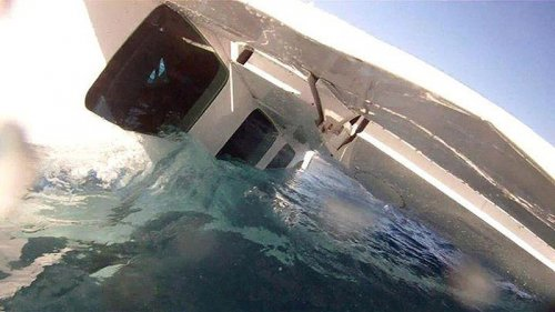 Крушение небольшого самолёта на Гавайях, снятое на видеокамеру GoPro (12 фото + видео)
