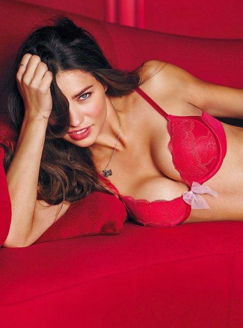Адриана Лима представила коллекцию VS Valentine