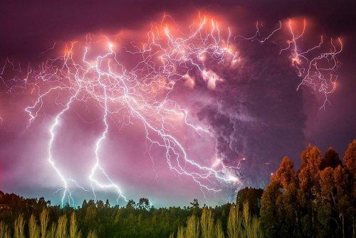 Природная мощь и вулканические молнии в фотографиях Франциско Негрони (10 фото)