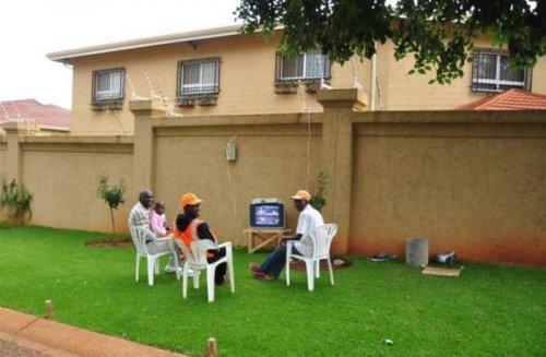 Тем временем в Африке… (28 фото)