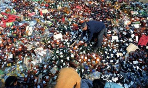 Что пакистанские таможенники делают с конфискованным товаром (13 фото)
