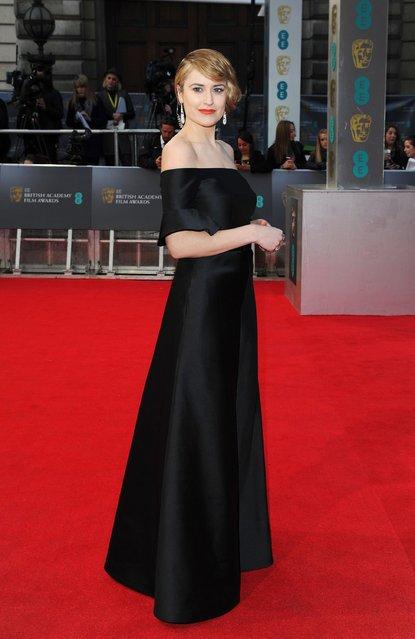 Наряды звёзд на премии BAFTA (15 фото)