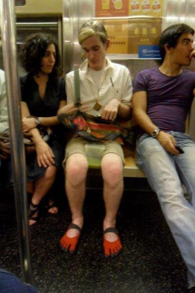 Странные пассажиры в метро (28 фото)