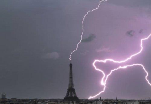 10 Самых впечатляющих фотографий молний, ударяющих в знаменитые места
