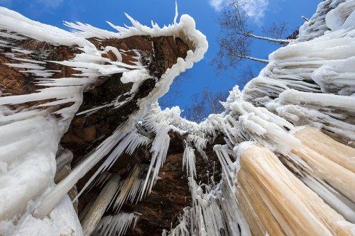Ледяные пещеры озера Верхнее (10 фото)