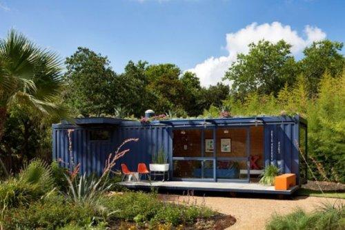 Симпатичный гостевой домик из грузового контейнера (15 фото)