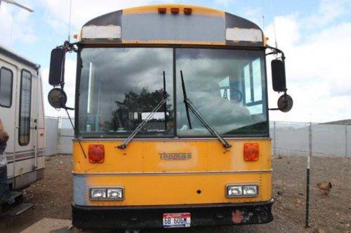 Школьный автобус, переделанный в дом на колёсах (20 фото)