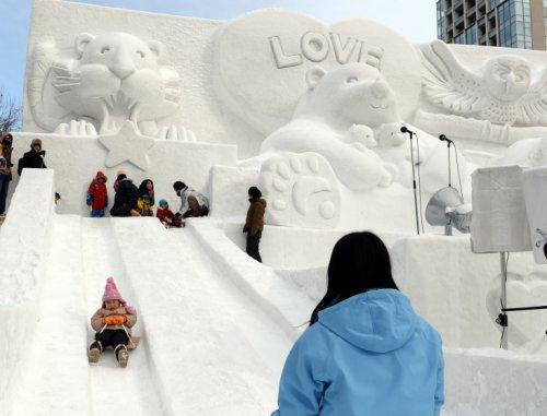 Зрелищные скульптуры на Фестивале снега в Саппоро (24 фото)