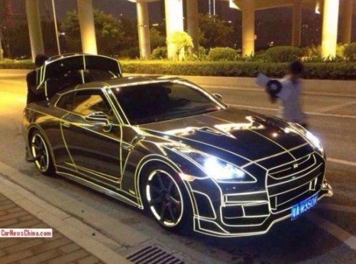 Новое увлечение в Китае: светоотражающие суперкары в стиле фильма Трон (10 фото)