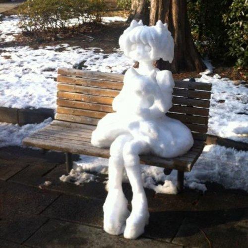 Снежные скульптуры на улицах Японии (23 фото)
