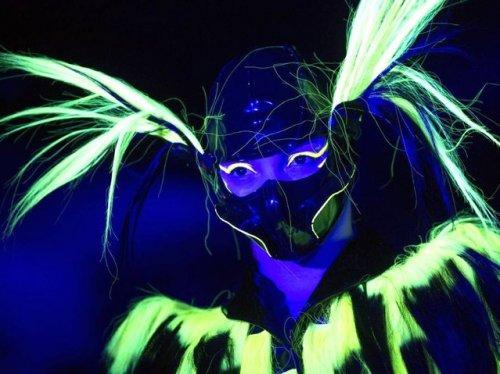 Люминесцентный модный показ от Чарли Ле Минду (8 фото + видео)