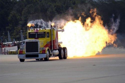 Самый быстрый в мире грузовик на реактивном двигателе (3 фото + видео)