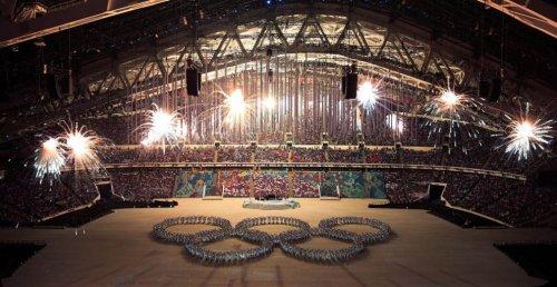 Самые яркие моменты церемонии закрытия Олимпиады в Сочи (12 фото)