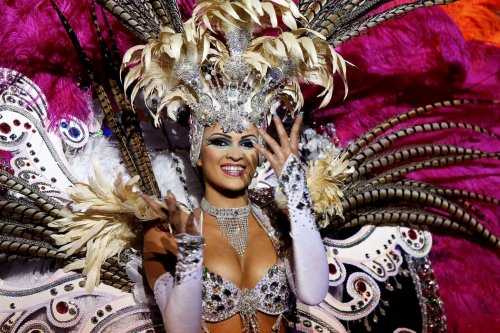 Трёхдневный красочный карнавал на Тенерифе (15 фото)