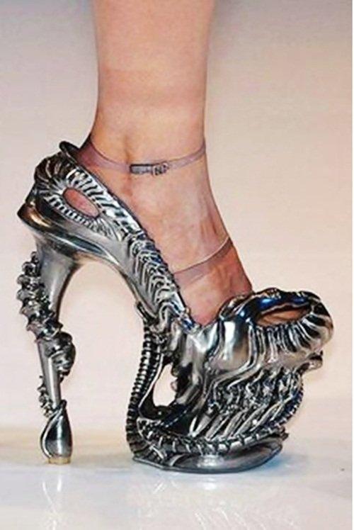 Фото красивой девушке на высоченных каблуках 26 фотография