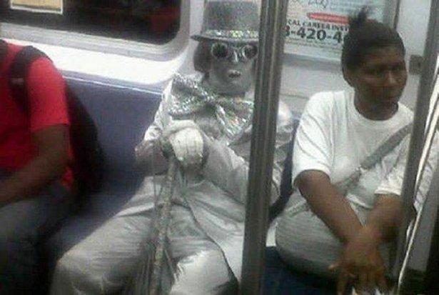 Странные пассажиры в метро (15 фото)