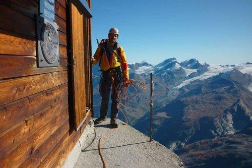 Хижина Сольвея – самая опасно расположенная высокогорная хижина в мире (5 фото + видео)