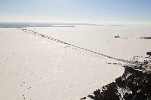 Великие озёра почти замёрзли первый раз за 20 лет (11 фото)