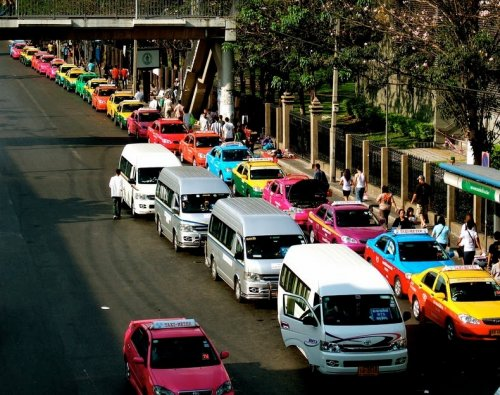 Разноцветные такси Бангкока (9 фото)