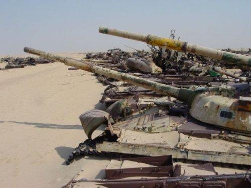 Кладбище танков в Кювейте (19 фото)