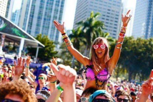 Участницы музыкального фестиваля в Майами (35 фото)