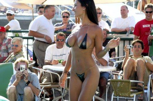 Соблазнительные девушки в бикини (30 фото)