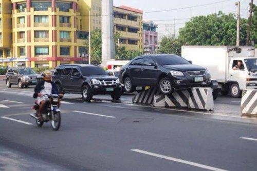 Нестандартные аварии и впечатляющие ДТП (32 фото)