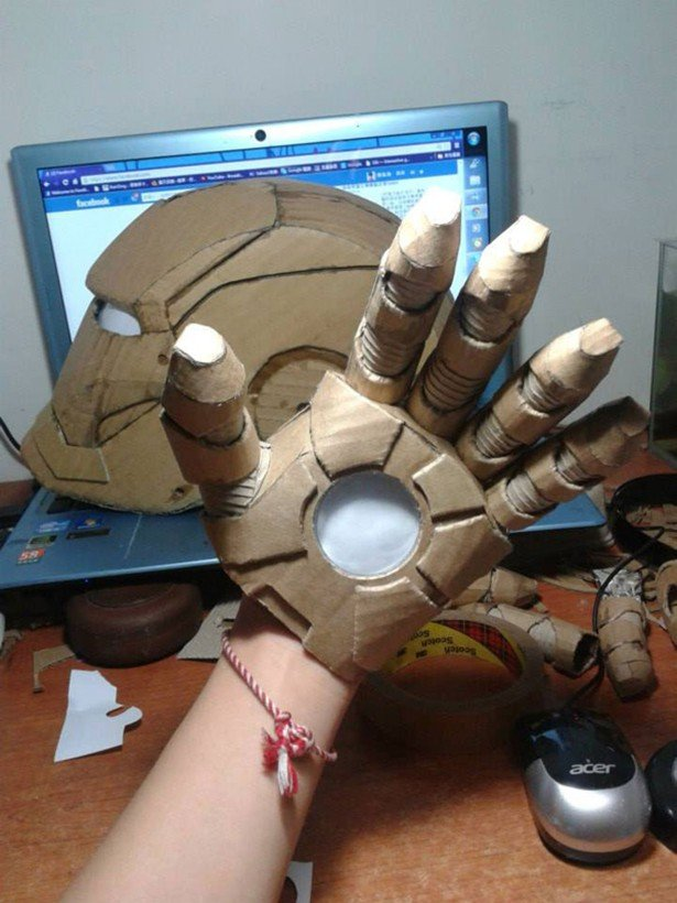 Реалистичный костюм Тони Старка из картона (12 фото)