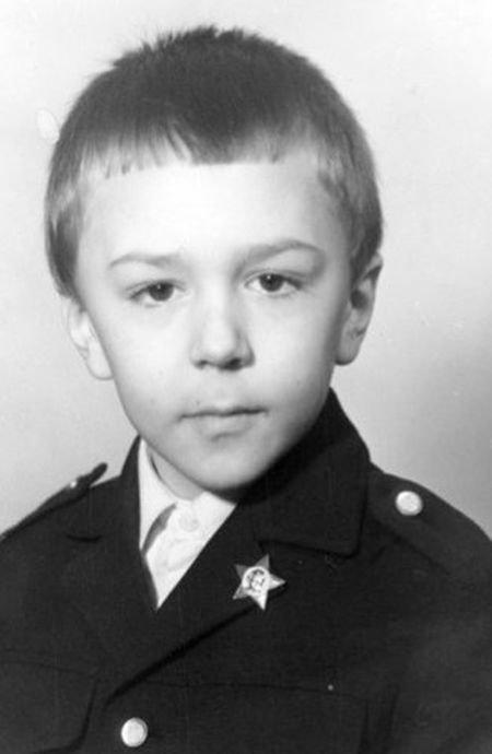 Фотозагадка дня: кем стал этот мальчик? (2 фото)
