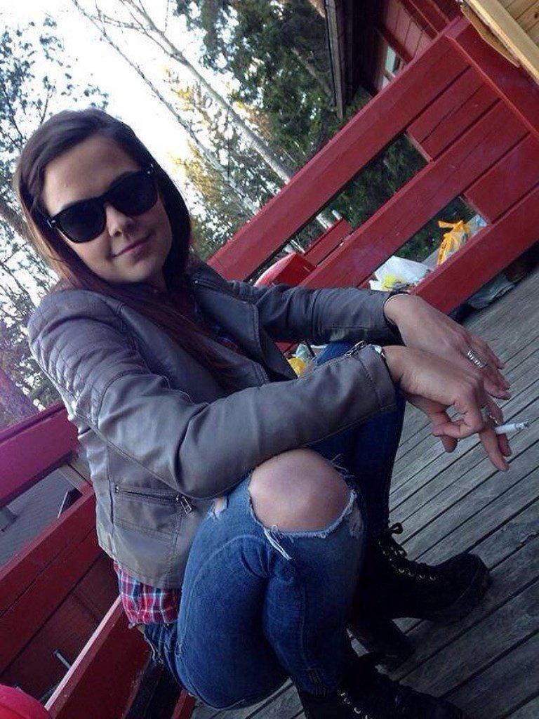 Фото девушка на корточках в чулках 28 фотография