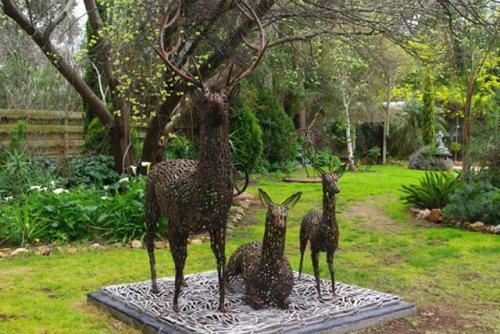Восхитительные скульптуры из металлолома (18 фото)