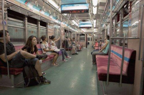 Вагоны метрополитена разных городов мира (32 фото)