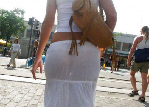Девушки в прозрачной одежде (31 фото)