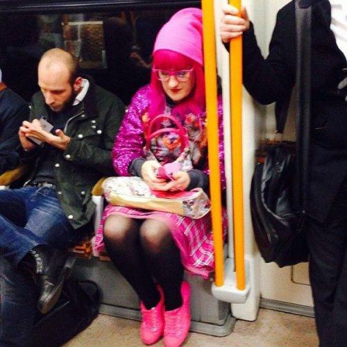 Странные пассажиры лондонского метро (27 фото)