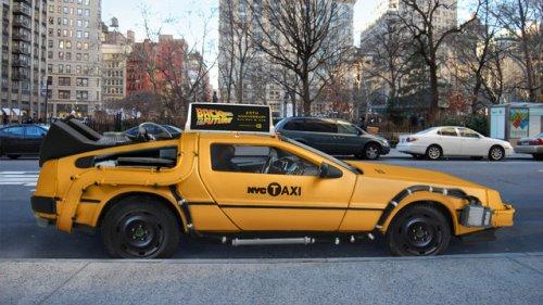 Нью-йоркское такси DeLorean DMC-12 из фильма Назад в будущее (4 фото)