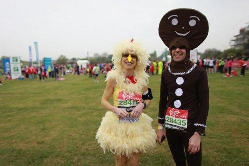 Яркие костюмы участников Лондонского марафона (15 фото)