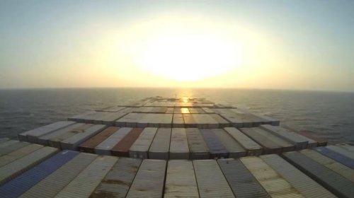 Контейнеровоз Elly Maersk: вокруг света за 4 минуты