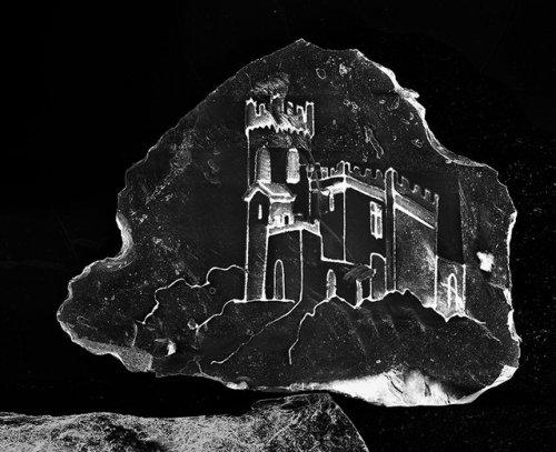 Замки, выгравированные на песчинках (7 фото)