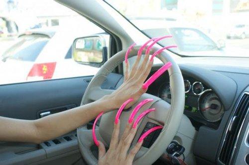 Обладательницы мегадлинных ногтей (30 фото)