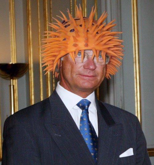 Король Швеции в абсурдных головных уборах (23 фото)