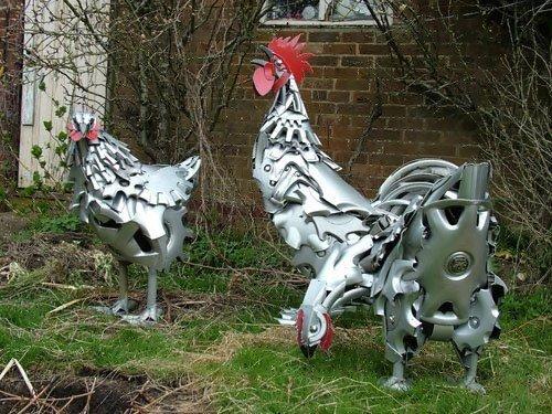 Скульптуры из колпаков на колёса (25 фото)